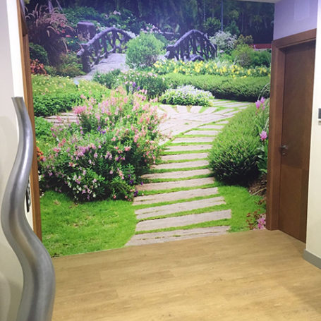 Mural paisaje con escaleras